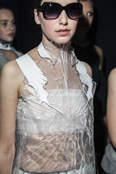 I have many questions as to how this was realized and having a cracked texture for a top is very fascinating. Transparent dress with a cracked plastic surface like shattered glass; see-through fashion details // Pierre Renaux White Fashion, Boy Fashion, Fashion Art, Fashion Show, Womens Fashion, Fashion Design, Couture Mode, Couture Fashion, Runway Fashion