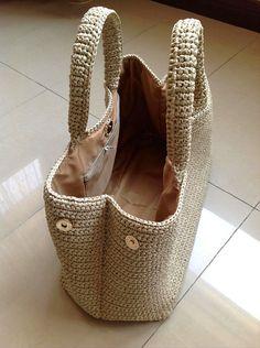 Prada style crochet bag raffia bag by auntieshirley Bag Crochet, Crochet World, Crochet Handbags, Crochet Purses, Love Crochet, Beautiful Crochet, Crochet Crafts, Chrochet, Knitted Bags