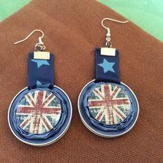 Boucles d'oreilles hypoallergeniques en caspule nespresso recyclee bleue et cabohon résine thème union jack