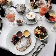 Petit déjeuner de princesse @hotelzooberlin  Merci @kenzo pour ce magnifique voyage!