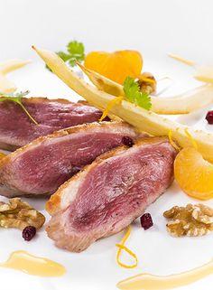 Filet de canard à la mandarine, panais et noix rôtis au four