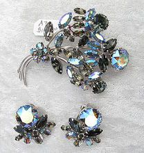 Unique Brilliant Sherman Floral Brooch and Earring Set from Vintage Jewelry Girl! 1950s Jewelry, Vintage Costume Jewelry, Antique Jewelry, Vintage Jewelry, Royal Jewelry, Jewelry Sets, Jewelry Accessories, Jewelry Design, Rhinestone Jewelry