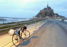 Arrivée au Mont Saint Michel, la nuit tombant