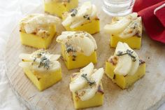 Grilled polenta with pear & blue cheese
