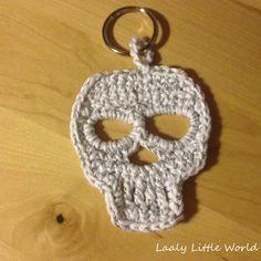 Laaly Little World: TUTO gratuit tête de mort au crochet / crochet skull free pattern - Crochet Diy, Crochet Amigurumi, Crochet Home, Crochet Motif, Appliques Au Crochet, Crochet Skull Patterns, Crochet Pour Halloween, Loom Knitting, Crochet Projects