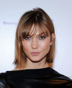20 Bob haircuts for fine hair. Best short bob haircuts for fine hair. Simple haircuts for fine girls. Women bob hairstyles for fine hair. Karlie Kloss Haircut, Karlie Kloss Short Hair, Short Straight Hair, Short Hair With Bangs, Short Hair Cuts, Wispy Bangs, Bob Bangs, Short Wavy, Long Hair