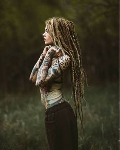 Creative and unique female pictures with dreadlocks on photo - Hair Style Girl Tattoo Girls, Girl Tattoos, Dreadlock Hairstyles, Cool Hairstyles, Dreadlocks Girl, Beautiful Dreadlocks, Female Pictures, Female Images, Color Pictures