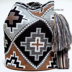Bildergebnis für mochila bag anleitung – Purses And Handbags Boho Diy Crochet Bag, Crochet Shell Stitch, Crochet Handbags, Crochet Purses, Tapestry Crochet Patterns, Knitting Patterns, Mochila Crochet, Tapestry Bag, Bag Pattern Free
