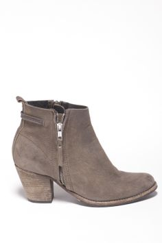Humanoid Sterre Felma: 100% goat nubuck, washed leather booties in Hemp. EUR 179