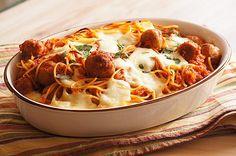 Spaghetti z klopsikami w sosie pomidorowym z mozzarellą