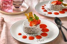 Mohn - Panna Cotta mit Erdbeersauce