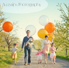 Family portrait with balloons via grosgrain blog photography by Amy Renea of AllenAim Photography