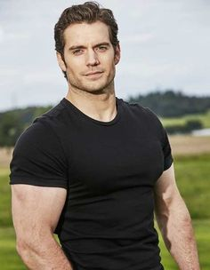 said: Hi, i don't know if you're still accepting HC. But I will try to finally send the one from before and you never got🤣 Henry Cavill & Caucasian plus size (red hair) they met years ago. Henry Caville, Love Henry, Handsome Men Quotes, Handsome Arab Men, Handsome Actors, Beautiful Women Quotes, Beautiful Tattoos For Women, Superman Henry Cavill, Henry Cavill Muscle