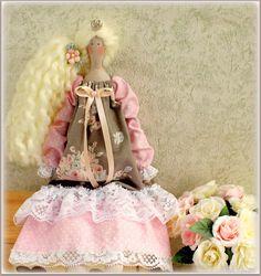 Tierna y romántica princesa, muñeca interior textil hecho a mano Tilda. Su altura 16,8 pulgadas, vestido hecho de algodón. El regalo perfecto para familiares, amigos o usted mismo! Hecho con el alma y el positivo)  Acepto PayPal sólo  Envío en todo el mundo $10.  Gracias por visitar mi tienda y tienen un maravilloso día