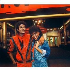 Michael Jackson with co-star and Playboy model Ola Ray on the set of Thriller Michael Jackson Thriller, Selena Quintanilla Perez, Paris Jackson, Janet Jackson, Jonas Brothers, Thriller Video, Thriller Album, King Of Music, The Jacksons