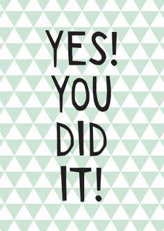 Geslaagd kaart met de tekst: Yes! You did it! Met een mintgroen driehoekjes patroon en happy letters. Leuk voor rijbewijs, diploma/ eindexamen of andere mijlpalen