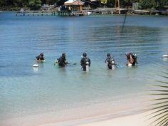 Scuba diving lesson in Raotan, Honduras