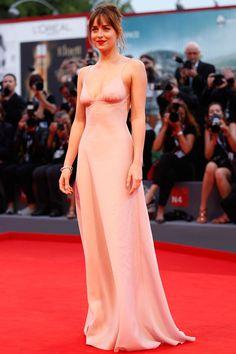 Festival de Venecia 2015. Dakota Johnson de Prada