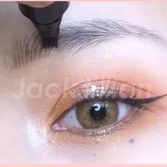 Our specially designed four tip pen creates strokes that naturally come together to form a beautiful eyebrow that perfectly frames your face for any makeup look. Contour Makeup, Eyebrow Makeup, Skin Makeup, How To Do Eyebrows, Perfect Eyebrows, Makeup Tips, Beauty Makeup, Hair Beauty, Make Up Looks