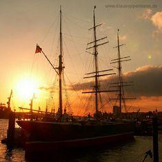 "@klausoppermann's photo: ""#ship #sunset #sailboat #boat #hamburg #germany #europe #harbor #port #travel #pinstagram #instagram #transportation"""