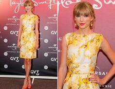 Mesmo com a modelagem mais fechada, o look ficou com uma pegada bem verão por conta da estampa amarela e o peep toe laranja!