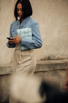 The best street style from Milan Fashion Week spring/summer 2020 - Vogue Australia Grunge Outfits, Date Outfits, Tokyo Street Fashion, Dior Haute Couture, Le Happy, Grunge Style, Soft Grunge, Home Fashion, 90s Fashion