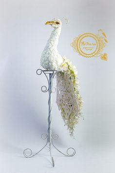 цветочный павлин скульптура украшение свадьба флористика кемерово оформление банкета дизайн декор белый из цветов www.flofra.ru