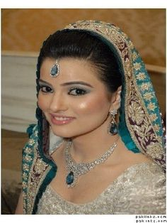 indian head jewelry tikka | girl collection jewelry,platinum jewelry desgine 2012,indian jewelry ... Pakistani Makeup, Indian Bridal Makeup, Pakistani Bridal Wear, Asian Bridal, Pakistani Jewelry, Indian Jewelry, Beautiful Lips, Beautiful Bride, Pakistan Wedding