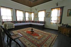 İnside of a traditional Turkish house ich mag die schichte Einrichtung Old Mansions Interior, Beautiful Kitchens, Beautiful Homes, Classic House, Beautiful Architecture, Traditional House, Minimalist Design, My Dream Home, Rugs On Carpet