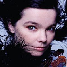 """What do """"Of Monsters and Men"""" have in common with BJÖRK?   Björk Gudmundsdóttir nació el 21 de Noviembre de 1965 en Reykjavik, Islandia. Aunque el título de su álbum """"Debut"""", Publicado en 1993..."""
