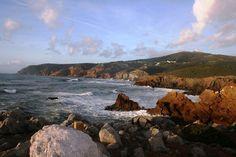 Um dos 13 Parques Naturais de Portugal continental é o Parque Natural de Sintra-Cascais, um lugar mágico! O Parque situa-se entre o limite norte do concelho de Sintra, junto à foz do rio Falcão, e …