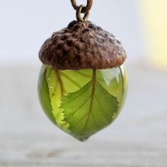 Birch Leaves Acorn Necklace Eco Resin Jewelry Real Plant Terrarium Necklace Acorn Cap Woodland Botanical Jewelry Acorn Pendant Eco Friendly – jewlery – Home Cepoxy Eco Resin, Resin Art, Acorn Necklace, Diy Resin Crafts, Acorn Crafts, Fish Crafts, Jar Crafts, Terrarium Necklace, Gland