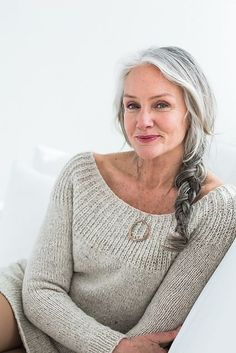 Tired of spending time and money covering your grey hair? These 30 grey hair styles for older women will convince you to embrace your natural silvery gray hair. Brooklyn Tweed, Older Women Hairstyles, Cool Hairstyles, Gorgeous Hairstyles, Medium Hairstyles, Hairstyle Hacks, Style Hairstyle, Wedding Hairstyles, Braid Hairstyles