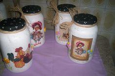 vidros decorados com tampa de biscuit, e decoupage, pode ser feito em outras cores e temas