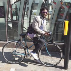 When the sunshine comes out... #GOSTYLEDOSE Your daily dose of London cycle street style by Jacqui Ma #cyclestyle #cyclechic #bikestyle #cyclestyle #eastlondon #hackney #whyibike #singlespeed #spaceforcycling #instabike #bicycles #fixie #bikeinthecity #bikepretty #mycommute #cyclist #wellplacedbike #streetstyle #baaw #london #biking #foreverbuttphotos #fitspro #outsideisfree @miawallden