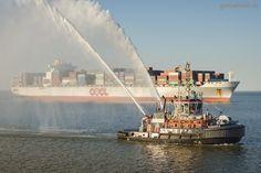 JADEWESERPORT: Schlepper BUGSIER 6 begrüßt Containerschiff OOCL ATLANTA