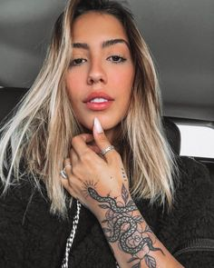 Image about girls in Tatoo 🎨 by Zoé on We Heart It Dope Tattoos, Body Art Tattoos, Small Tattoos, Girl Tattoos, Sleeve Tattoos, Tattoos For Women, Tattos, Pretty Tattoos, Snake Tattoo