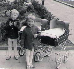 Vintage Pram, Prams And Pushchairs, Dolls Prams, Baby Prams, Baby Carriage, Vintage Children, Beautiful Dolls, Baby Strollers, Childhood