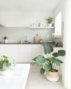 75 Small Apartment Kitchen Decorating Ideas - home/interior: accessoiries and things. - home decor Modern Kitchen Interiors, Interior Design Kitchen, Kitchen Modern, Stylish Kitchen, White House Interior, Marble Interior, Coastal Interior, White Interior Design, Eclectic Kitchen