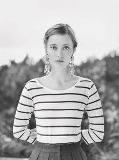 Breton shirt, statement earrings: oui!