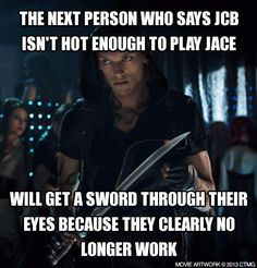 Jamie Campbell Bower was PERFECT to play Jace in The Mortal Instruments! Screw anyone who thinks otherwise! Mortal Instruments Funny, Serie Got, Jace Lightwood, Funny Memes, Jokes, Movie Memes, Cassandra Clare Books, Jamie Campbell Bower, Clace
