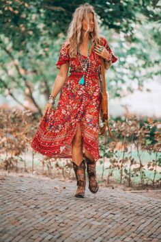 That fabulous red dress bohemian style that has got everybody talking - hippie style Red Boho Dress, Bohemian Style Dresses, Gypsy Style, Boho Outfits, Bohemian Clothing, Boho Style, Bohemian Outfit, Country Chic Outfits, Hippie Chic Outfits