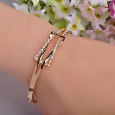 High Quality Rhinestone Crystal Bangle Bracelet for Women Men Tin Alloy Gold Plated Exquiste Made Luxurious Jewelry Pulseira That`s just superb! Get it here Source by sunilsakpal bracelets Copper Jewelry, Cute Jewelry, China Jewelry, Men's Jewellery, Designer Jewellery, Diamond Jewellery, Crystal Bracelets, Bangle Bracelets, Cheap Bracelets