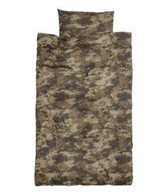Boys Army Camo Duvet Quilt Cover 2pc Set Twin 100% Cotton Camouflage Bedding Duvet Cover Set http://www.amazon.com/dp/B00I9KSYFG/ref=cm_sw_r_pi_dp_l-taub17GNHWD