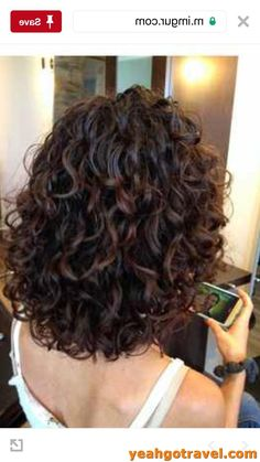 Discover recipes, home ideas, style inspiration and other ideas to try. Medium Curly Haircuts, Haircuts For Curly Hair, Wavy Hair, Girl Hairstyles, Mid Length Curly Hairstyles, 50 Hair, Thin Hair, Celebrity Hairstyles, Straight Hair