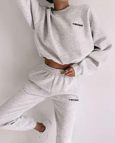 There are 2 tips to buy sweater, pants. Cute Lazy Outfits, Chill Outfits, Sporty Outfits, Winter Fashion Outfits, Look Fashion, 2000s Fashion, Outfit Winter, Fashion Women, Lounge Outfit