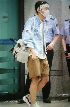 Jhope, Hoseok Bts, Seokjin, Bts Taehyung, Bts Airport, Airport Style, Airport Fashion, Hope Fashion, Korean Boy