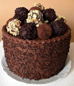 Citromhab: Trüffel torta - Segítsüti is so many levels of wrong in this i can't even begin Hungarian Cake, Sculpted Cakes, Cold Desserts, Cake Truffles, French Pastries, Sweet And Salty, Cakes And More, Let Them Eat Cake, Chocolate Recipes