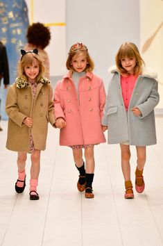 Vintage Children's Fashion 2019 Cool Kids Fashion - My favorite children's fashion list Kids Fashion Show, Girls Winter Fashion, Baby Girl Fashion, Amusement Enfants, Most Beautiful Child, Zara, Cute Toddlers, Kids Coats, Madame