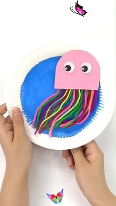 Creative DIY Crafts for Kids-Easy DIY Jellyfish Toy-Tutorial Try this simple funny DIY jellyfish for your kids at home now!<br> Diy Crafts For Kids Easy, Mothers Day Crafts For Kids, Diy Crafts Hacks, Animal Crafts For Kids, Summer Crafts For Kids, Paper Crafts For Kids, Craft Activities For Kids, Toddler Crafts, Daycare Crafts